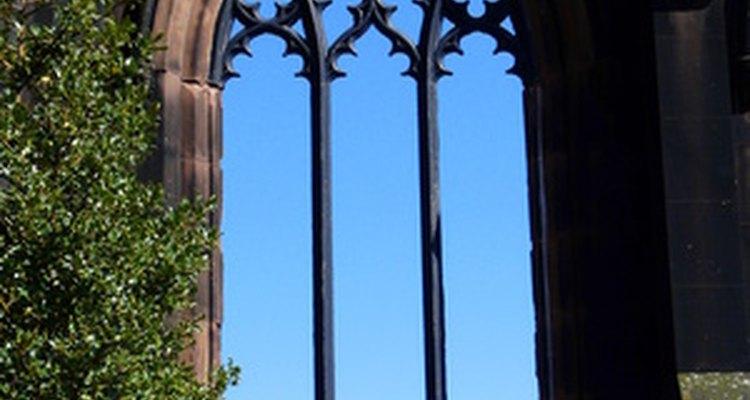 Las ventanas puntiagudas son una firma de las casas de arquitectura neogótica.