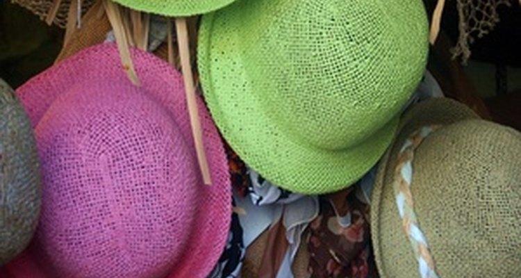 Un concurso de decoración de sombreros fomenta a los participantes a comprometerse con sus habilidades manuales.