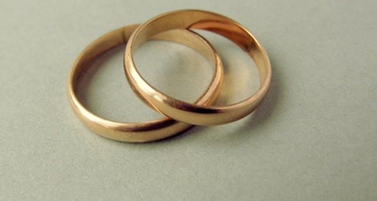 O uso diário é suficiente para entortar os anéis de ouro