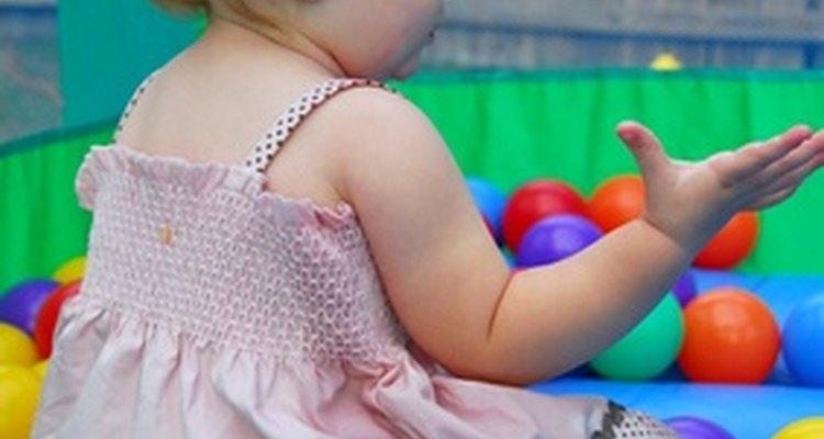 El cuidado de los niños por otras personas que no sea la madre tiene efectos tanto positivos como negativos en los bebés.