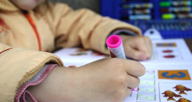 Identificar los posibles obstáculos de aprendizaje puede aumentar el éxito de tu hijo en la escuela.