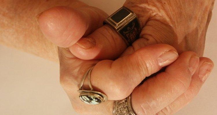 Los problemas circulatorios, comunes en las personas mayores, causan parestesia.