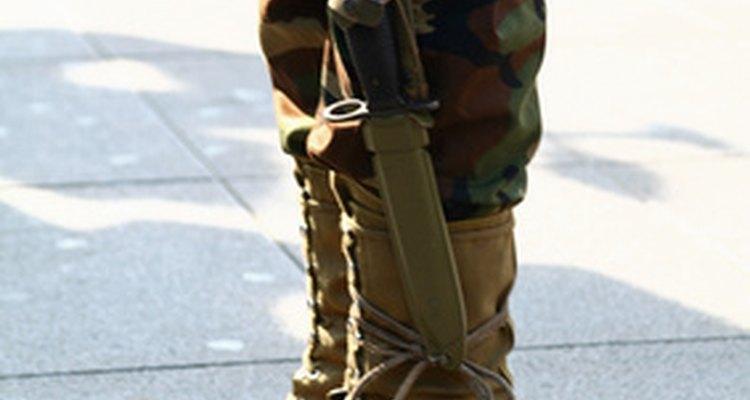 El campo de entrenamiento es una manera en la cual los adolescentes pueden prepararse para una vida militar.