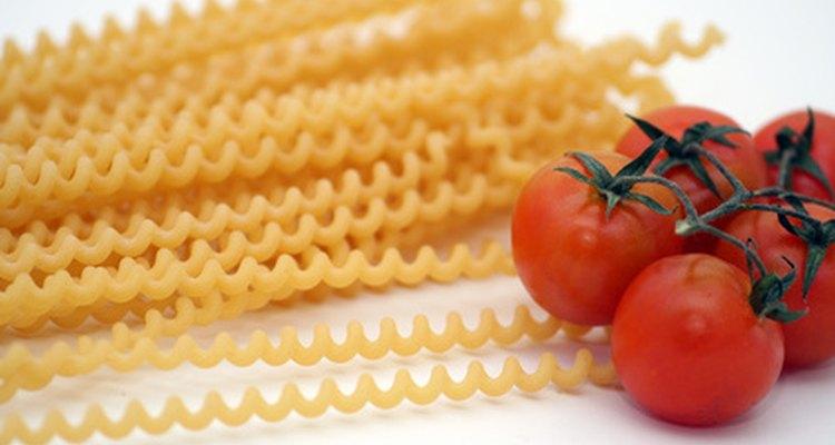 La sémola es usada en pastas duras cortas, mientras que la harina de trigo duro hace excelentes productos de fideos.