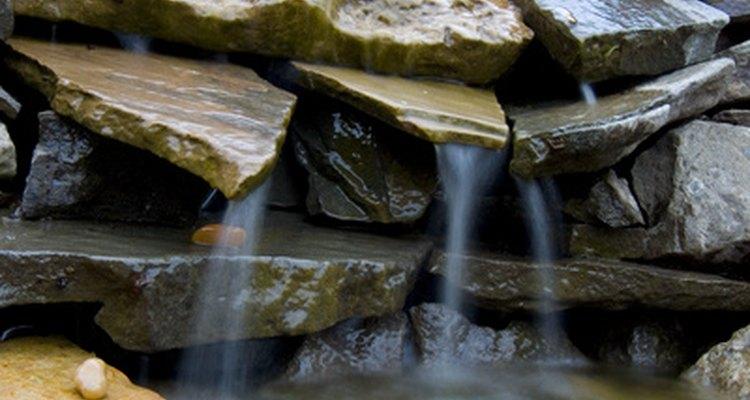 As cascatas podem dar um toque decorativo a qualquer piscina