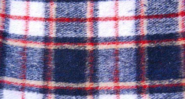 The colour and pattern of the plaid designates the Scottish clan.