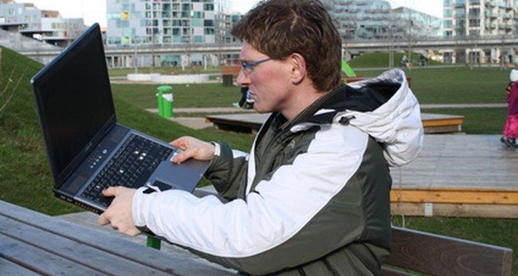 Los ingenieros de computadora realizan tareas que permiten a las computadoras funcionar.