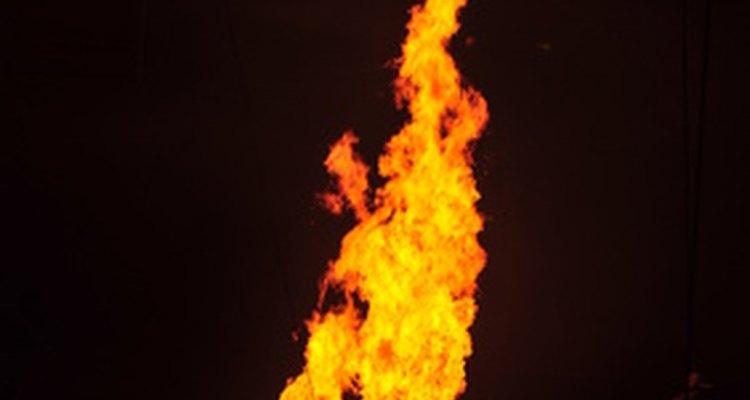 Use uma pequena fonte de chama para testar um termopar com um multímetro