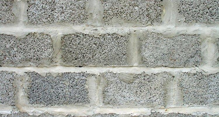 Una pared de bloques de cemento, aunque es muy firme, no es exactamente atractiva.