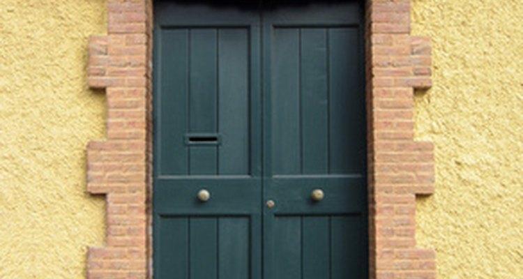 El color y el tamaño de la puerta de calle puede afectar la buena fortuna de la casa.