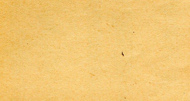 Você pode replicar o efeito de papel envelhecido facilmente em uma folha de papel branca