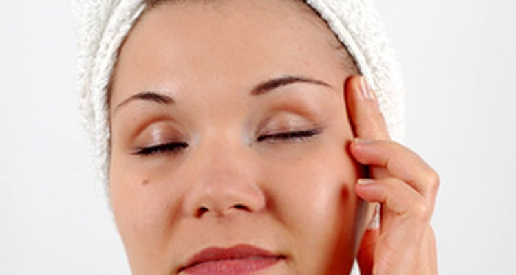 There are many creams on the market to tighten eye skin.