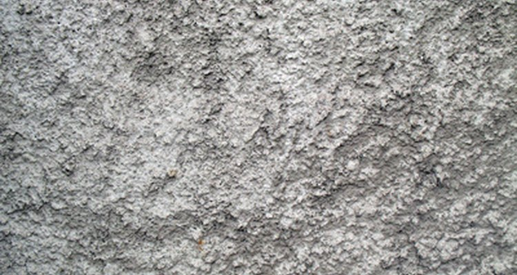 Get rid of efflorescence to make your plaster walls shine.