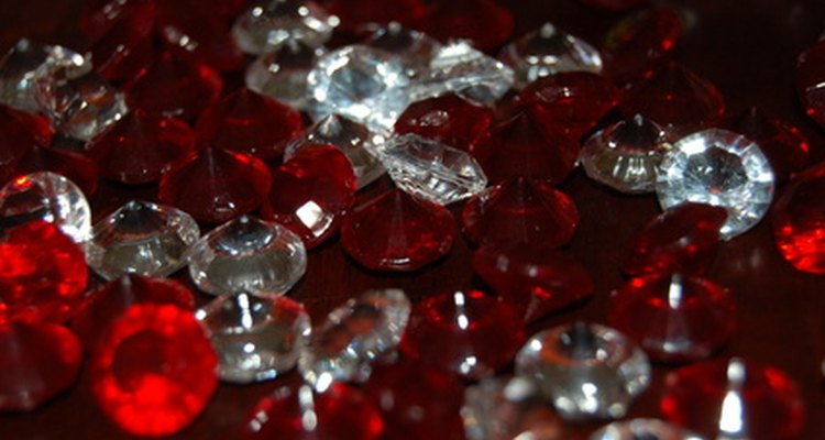 Rubies are traditional 40th wedding anniversary gifts.