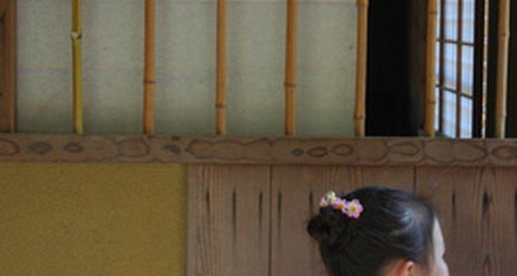 Un nudo alto o un chignon es el peinado más común para usar con un kimono.