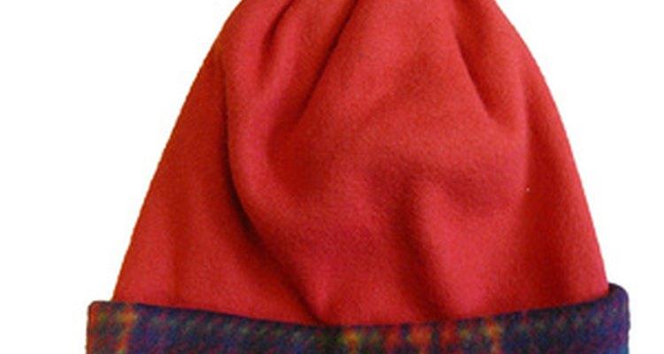 Toucas de tecido que não precisam de costura são simples e divertidas de se fazer