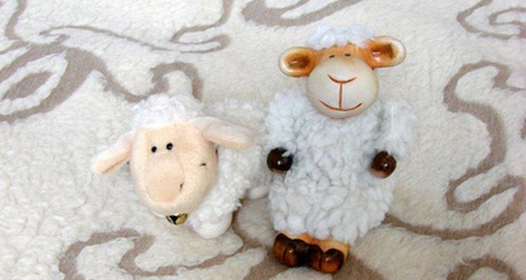 Un adorable disfraz de oveja es apropiado para cualquier niño.