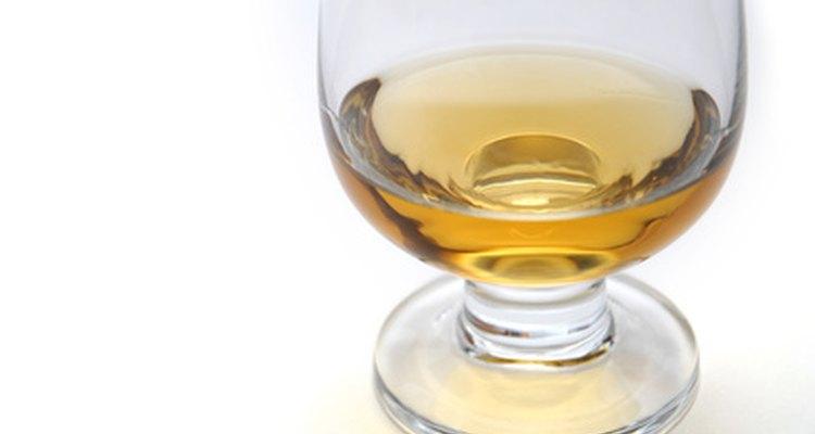 El alto contenido alcohólico de las bebidas destiladas las conserva casi indefinidamente.