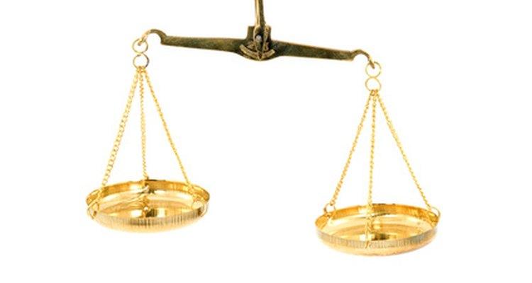 La balanza de la justicia representa símbolos antiguos de la mitología.