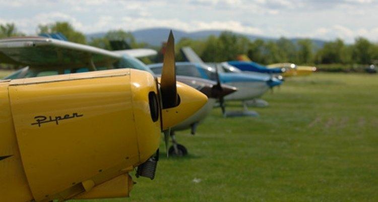 Los pilotos más generales y comerciales dependen de la información de navegación proporcionada por las cartas Jeppesen.