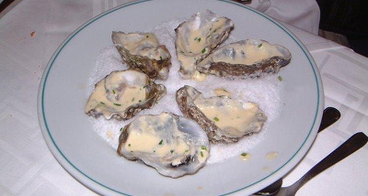 No puedes comer ostras crudas mientras estés dando el pecho.