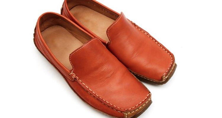 Enconlher seus sapatos não é tão difícil quanto você pensa