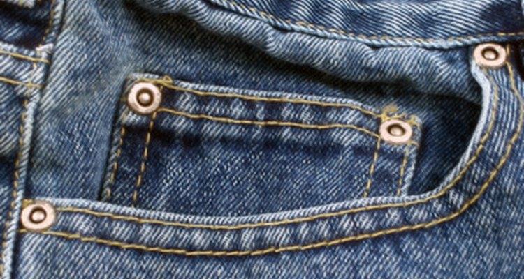Os rebites e tachinhas podem ficar danificados e necessitarem de substituição