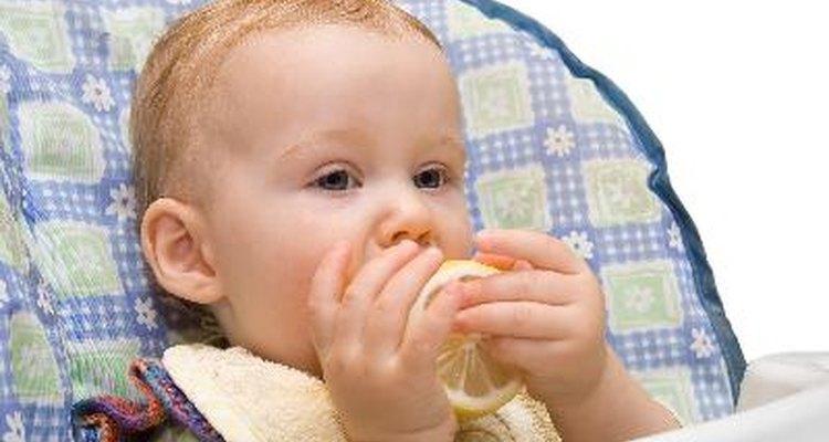 Un limón amargo provee una estimulación sensorial amplia para un niño pequeño con un paladar sensible.