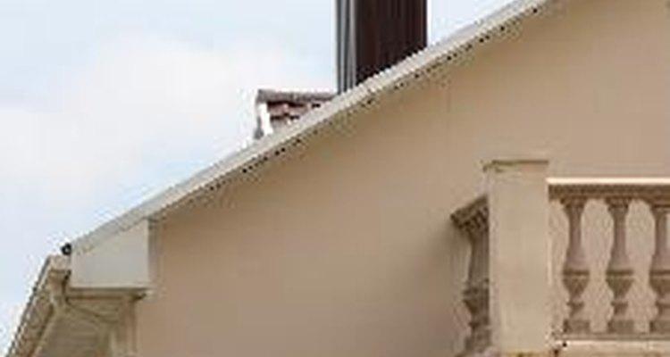 Chaminés devem estar 60 cm acima do telhado