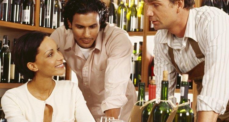 Cualquier residente de los Estados Unidos que tenga 21 años o más y que respeten la ley califica para una licencia de licor al por menor o permiso en el estado de Texas, de acuerdo con la TABC.