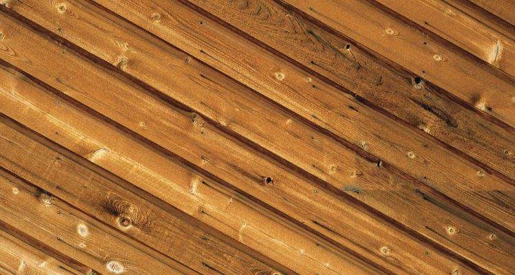 Los techos de machihembrado consisten en tablas que sujetan entre sí en los bordes, al igual que las tablas de un piso de madera.