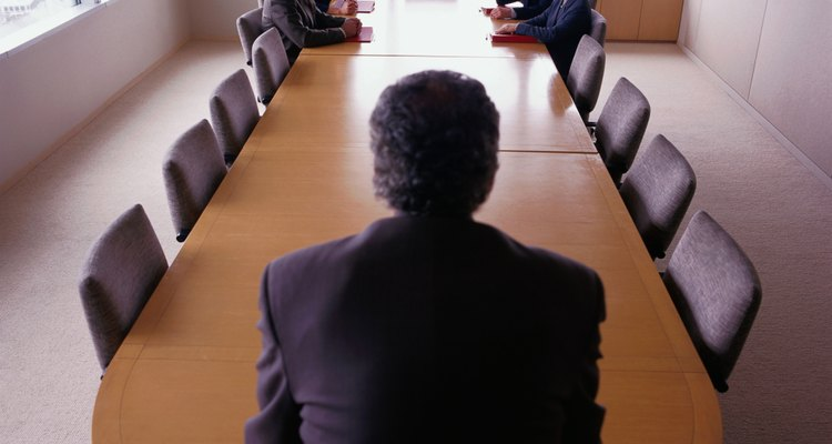 Un gerente de aseguramiento de la calidad se encarga de asegurar la calidad de productos o servicios en un negocio.