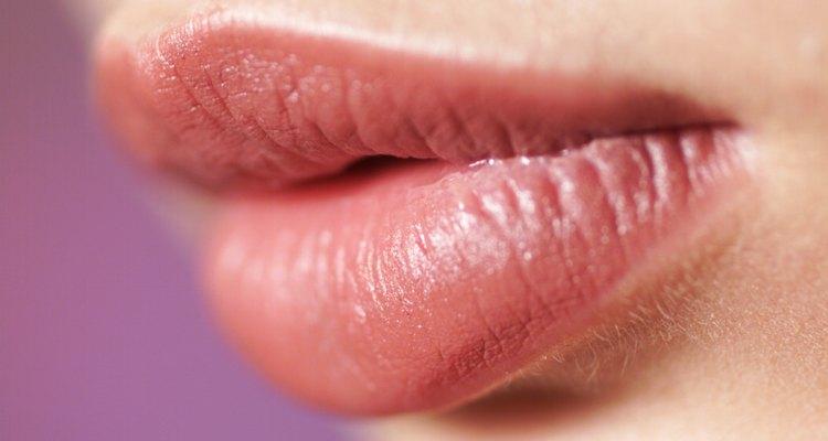 O inchaço do lábio superior pode ser causado por uma reação alérgica