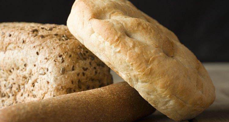 Asse pães na churrasqueira