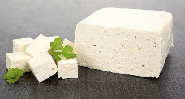 Bloque y cubos de tofu.