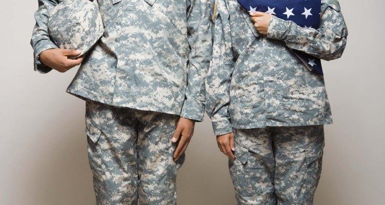 El ejército paga por tu educación futura en la universidad y te ofrece un bono de alistamiento atractivo.