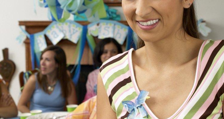 Usa obleas junto con suministros para decorar pasteles favoritos.