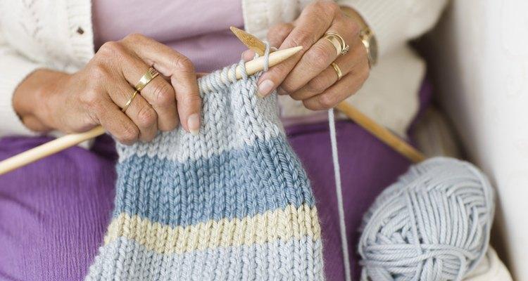 Tricote um cachecol usando pontos simples e pérola