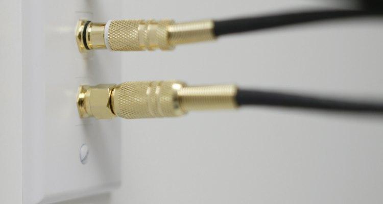 La instalación de tomas de TV por cable requiere que se perfore un agujero en la pared de tu casa.