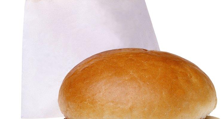 Los gerentes generales se aseguran de que sus restaurantes sirvan comida rápida de calidad consistente.