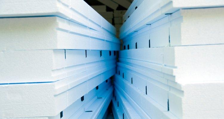 Los paneles de espuma aislante vienen en diferentes colores, espesores y valores de aislamiento.