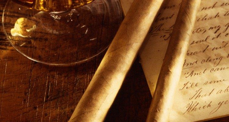 Use uma mistura de tabacos para fazer charutos à mão