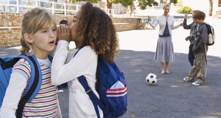 Los niños con trastorno de déficit de atención/hiperactividad, trastornos generalizados del desarrollo, que incluyen el autismo y el síndrome de Asperger o trastorno bipolar, a menudo hablan excesivamente.