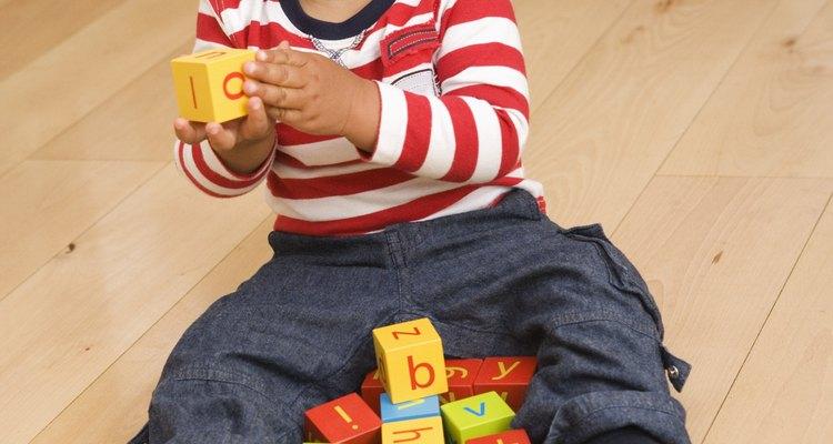 El apilamiento de bloques le ayudará a construir habilidades motoras.