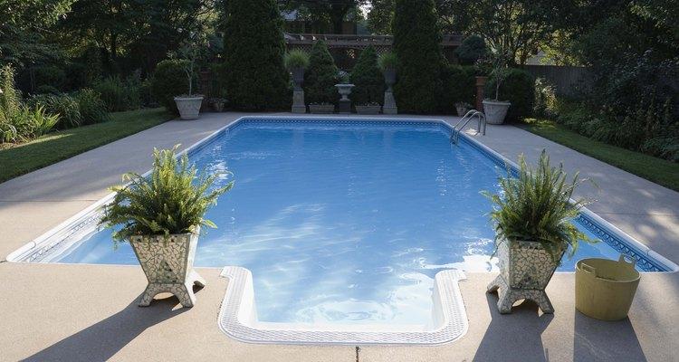 Quase sempre você poderá desentupir o ralo da piscina sem precisar da ajuda de um profissional
