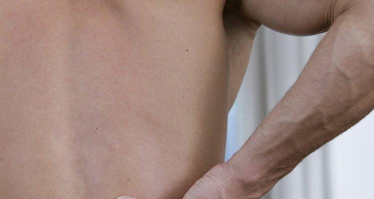 A dor nas costas pode estar relacionada ao refluxo ácido