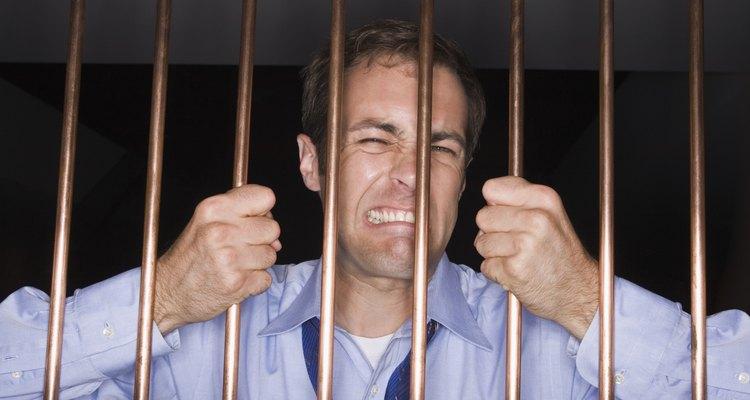 Los agentes de fianzas hacen que sea posible evitar la cárcel en espera del juicio.