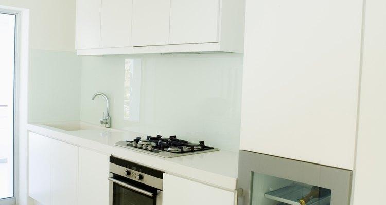 Muchas cocinas tienen un mueble entre el refrigerador y el horno.