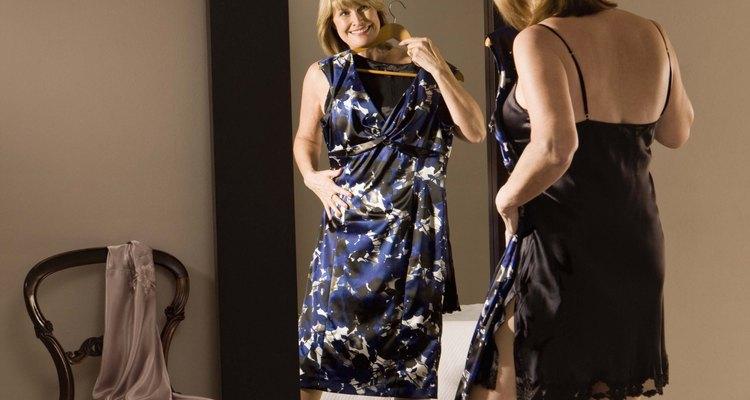 Una enagua completa ayuda a que un vestido ajustado se deslize por tus curvas.