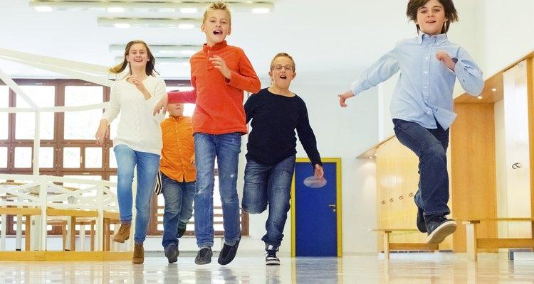 Las clases de la escuela dominical deben ser una parte importante de la educación religiosa del niño.
